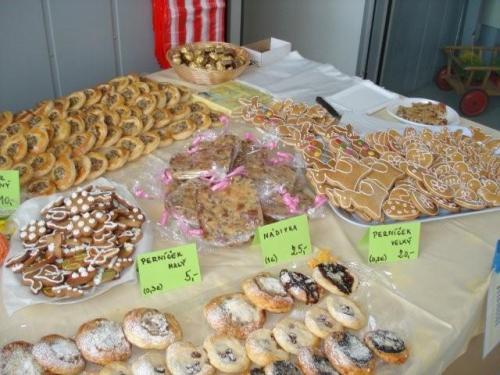 Nabídka velikonočních výrobků: kraslice, vizovické pečivo, koláče, beránky, mazance, pomlázky adalší.